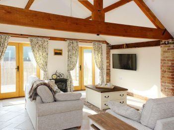 Corporation farm cottages tickton the old barn holiday rental